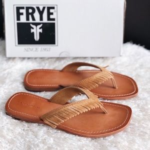 ✨New FRYE Perry Feather Suede Fringe Thong Sandals
